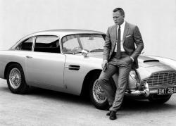 James Bond-Daniel Craig-Aston Martin