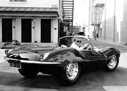 Steve Mc Queen au volant de sa Jaguar